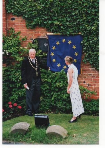 Mayor of Rushcliffe unveiling the Millennium plaque with Fiona Cattell