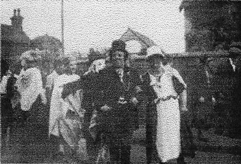 Celebrating King George's Coronation, 1937, in fancy dress - photo 2