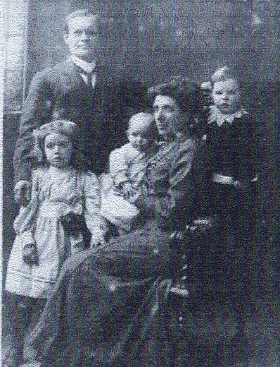 Robert Bagguley and family c1911