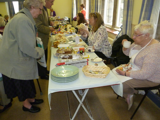 """Shirley & Viv tempt Queenie to a cake on the """"Cake Stall"""""""