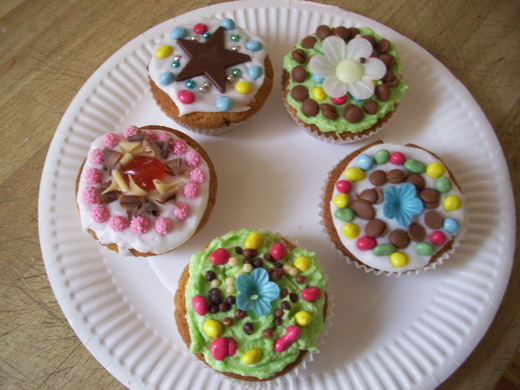 Five decorated fairy cakes from Pat (Long Eaton)
